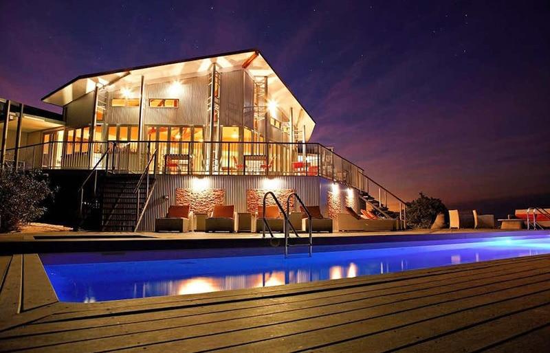 BerkeleyRiver Lodge luxurious swimming pool