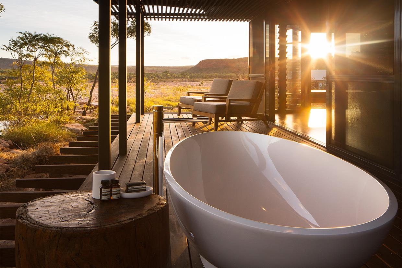 El Questro Homestead - luxurious bath room on the sunset