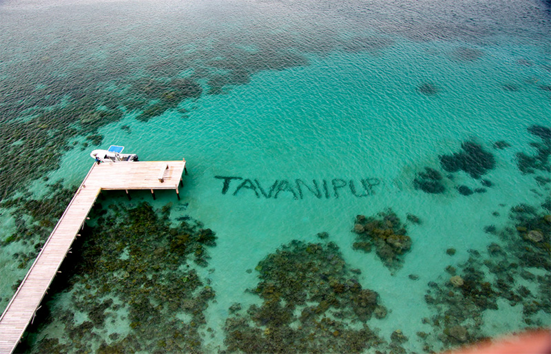 Tavanipupu Resort deck and cristal water